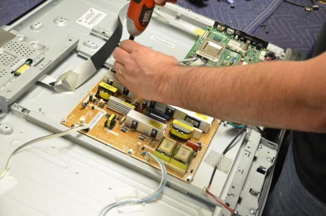 Разбит экран ЖК телевизора - возможен ли ремонт